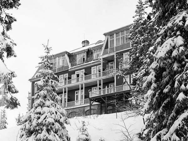 Fil:Anne Kures Hotel foto 1902.jpg