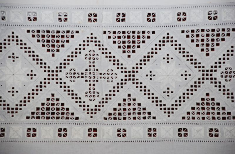 Bilde:Austefjord Kyrkje (Volda) Altarduk, hardangersaum.jpg