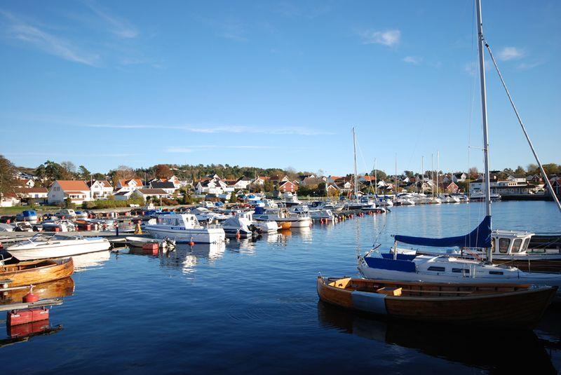 Bilde:Helgeroa-havn.jpg